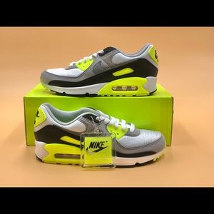 Nike Women's Air Max 90 Volt